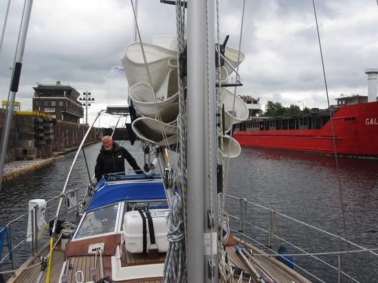 Kiel-Holtenau: In der Schleuse