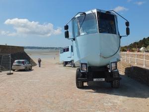 Boote mit Rädern fahren jederzeit zum Elisabeth Castle