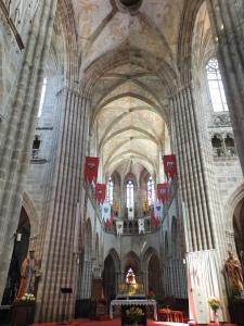Die Kathedrale im Stil der filigranen Flamboyantgotik