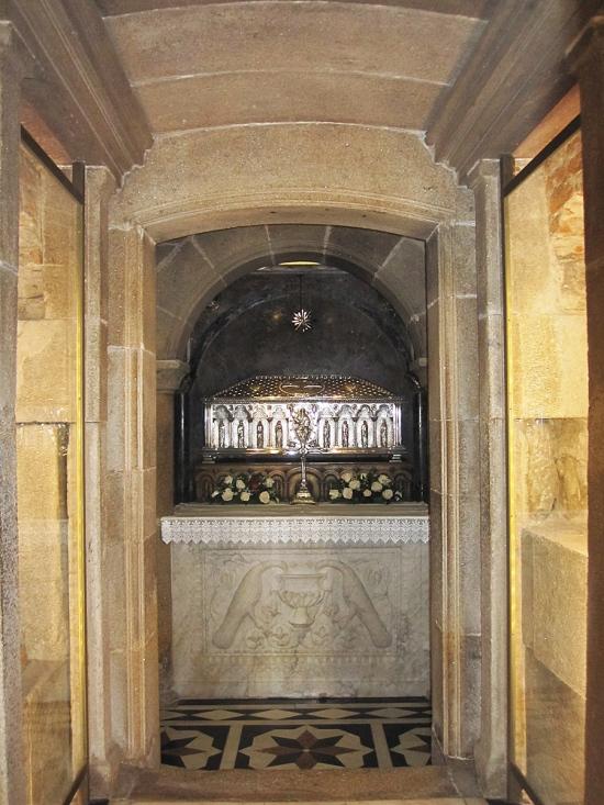 Der Silberaltar in der Gruft des hl. Jakobs
