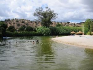 Alcoutim-Badestrand am Fluss