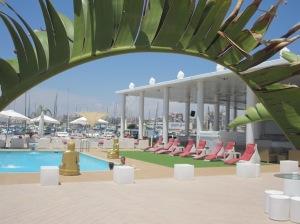 Lounge-Bar in der Marina Salinas