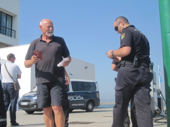 Polizeikontrolle in der Marina Alcaidesa