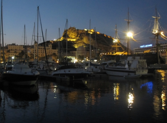 Marina Alicante bei Nacht