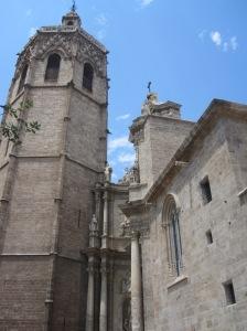 """Die Kathedrale Valencia mit dem achteckigen Glockenturm """"El Miguelete"""""""
