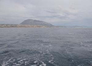 Der Montgo verschwindet nur langsam im Kielwasser