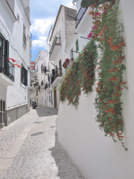Altstadtgasse mit Blumenschmuck