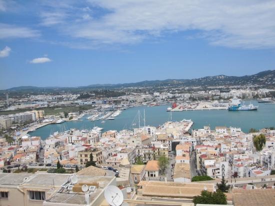 Ibiza-Stadt und seine Häfen